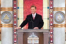 El Sr. David Miscavige, Presidente de la Junta del Religious Technology Center y líder eclesiástico de la religión de Scientology, dedicó la nueva Iglesia de Scientology de Cincinnati.