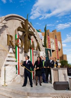 El Sr. David Miscavige cortó el listón para inaugurar la nueva Iglesia de Scientology de Roma, junto con el Director Ejecutivo de la Iglesia y dignatarios, marcando la mayor expansión en 30 años de Scientology en Italia.