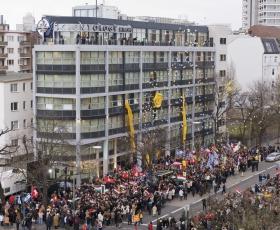 El 13 de enero de 2007, miles de scientologists e invitados de las Naciones Unidas, la Embajada de Estados Unidos y las organizaciones europeas de prensa asistieron a la celebración trascendental de la gran inauguración de la Iglesia de Scientology de Berlín.