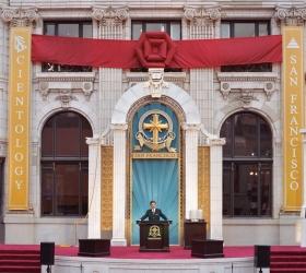 El Sr. Miscavige dedicó el monumento restaurado del Edificio Transamérica, en el corazón de la ciudad de San Francisco, para una nueva era de actividad espiritual.